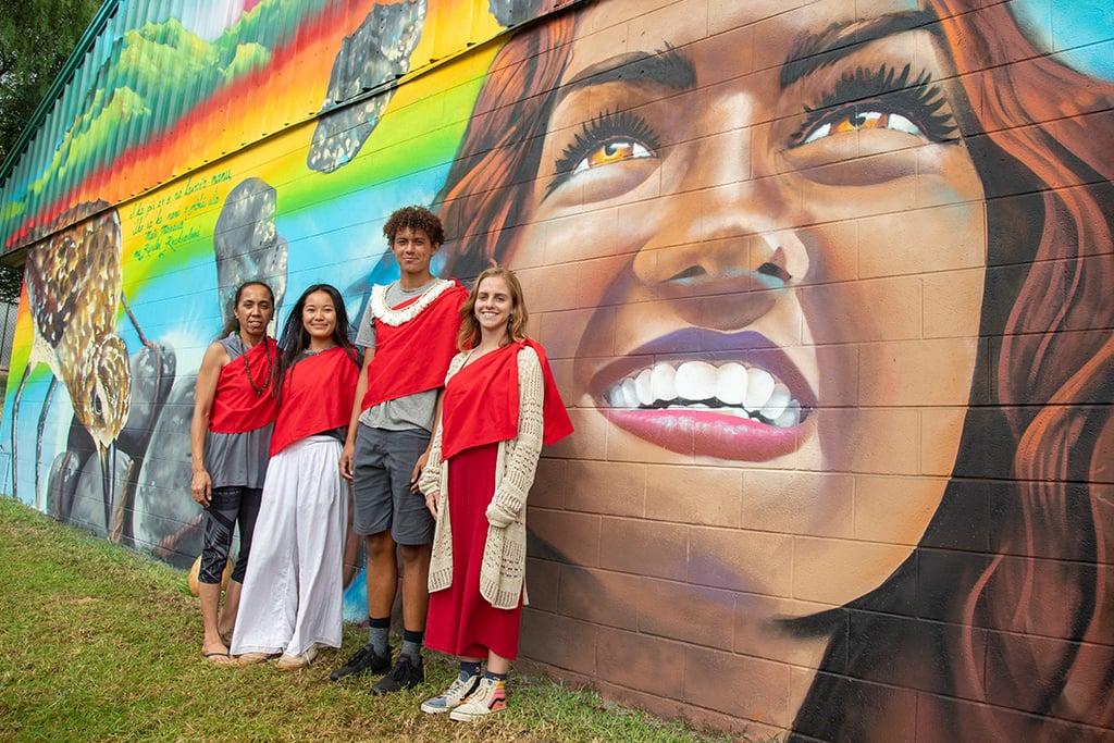 HPA students paint a mural for Waimea
